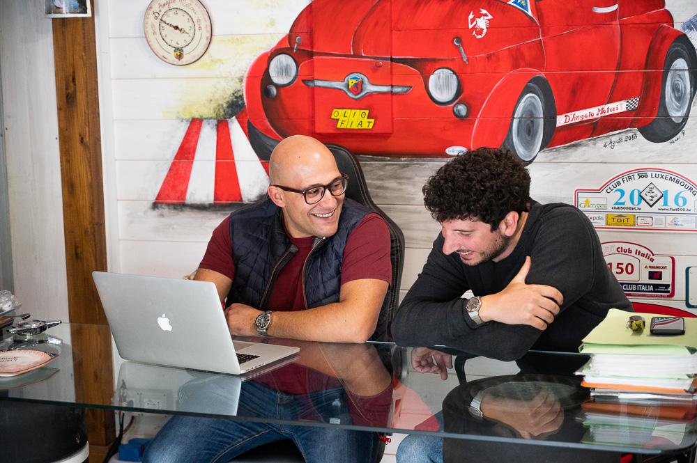Raffaele D'angelo e Davide Cironi organizzano il lavoro da fare.